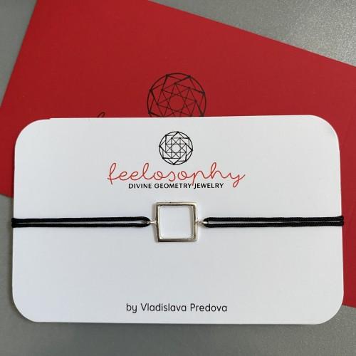 Сребърна гривна червен конец Feelosophy Bliss в черен цвят - квадрат