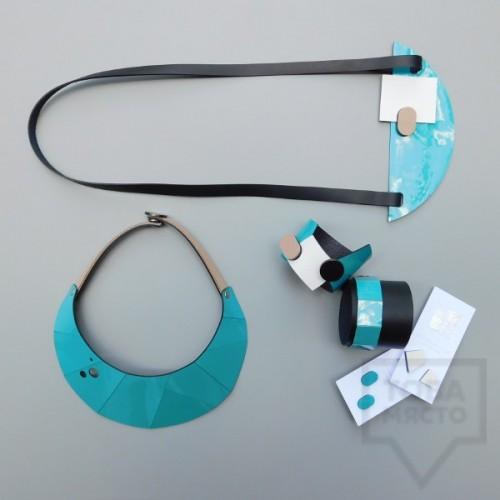 Колиета с гривни и обеци MODO - син лак и черна кожа