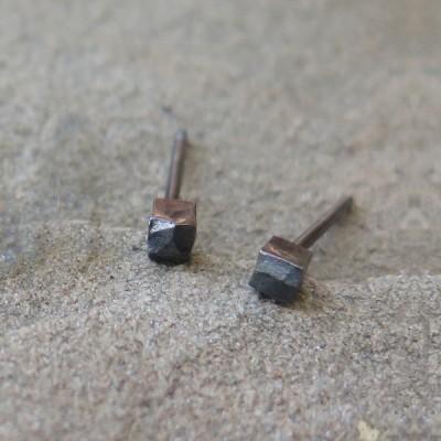Малки сребърни обеци Pin - кубчета оксидирано сребро