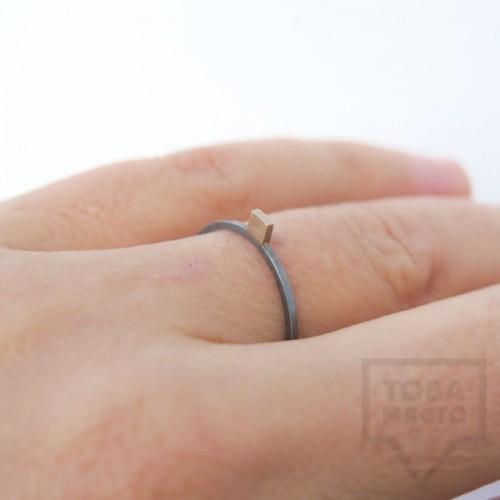 Сребърен пръстен Pin - със златен елемент 4 оксидиран