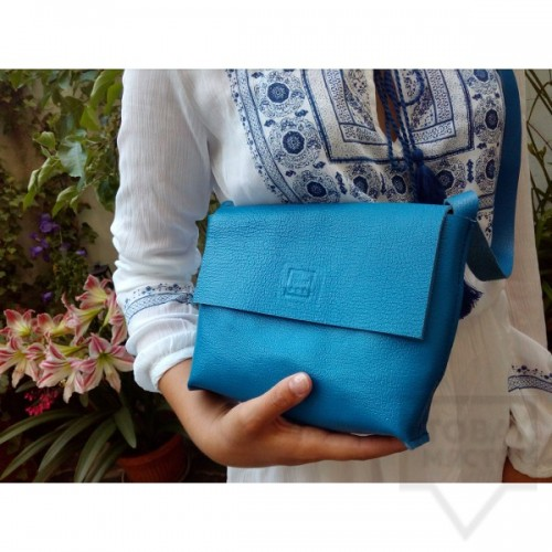 Дизайнерска дамска чанта от естествена кожа Три Точки - blue charm