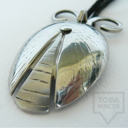 Ръчно изработен медальон Krasi&Iv - калинка